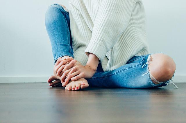 roztržené džíny