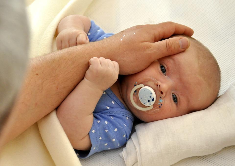 oblečené miminko